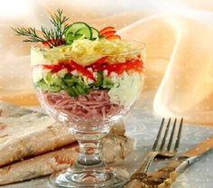 Лёгкий порционный салат-коктейль в стакане