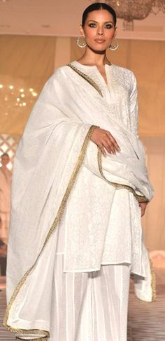 Simple and elegant in white and gold. love it!