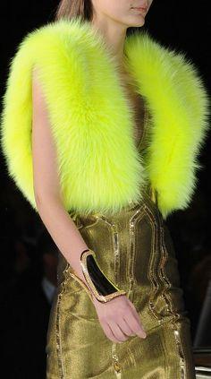 La Yellow Touch Luxe Jaune Fluo chez Versace Atelier