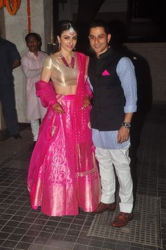 Soha Ali Khan Khemu in a fuchsia pink Sanjay Garg lehenga for the reception.