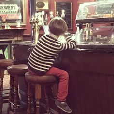 #ExpatKids: Just another #London local at @therugbytavern his #bloomsbury #local... #kidsinlondon #therugbytavern #londonlife #mylondon #publife #igerslondon #londonsnaps #igersengland