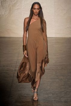 Donna Karan Spring 2014 Ready-to-Wear Fashion Show Fashion Week, Look Fashion, Urban Fashion, High Fashion, Fashion Show, Fashion Design, Fashion Trends, Fashion Kids, Style Haute Couture