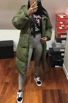 Best Casual School Outfit Ideas For College Girls Chill Outfits, Dope Outfits, Trendy Outfits, Winter Fashion Outfits, Fall Winter Outfits, Autumn Winter Fashion, Black Girl Fashion, Look Fashion, Urban Fashion