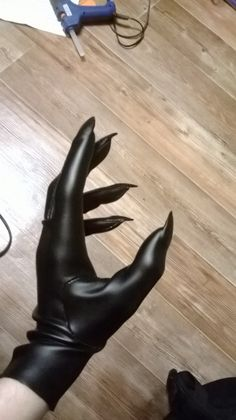 "Black Claw Gloves - ""There's a small tutorial, and photos, but it's basic, minimal, and really more of a description of the process rather than an actual tutorial"" --end. Catwoman Cosplay, Diy Catwoman Costume, Demon Costume, Bird Costume, Cosplay Diy, Halloween Cosplay, Halloween Costumes, Superhero Halloween, Halloween Stuff"