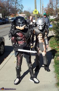 We made two Predator costumes for our boys (ages 10 & One is a classic Predator from one of the earlier movies (similar to Wolf) and the other is a super-Predator (Berserker) from the more recent Predators movie. We started with army helmets and hockey. Cool Couple Halloween Costumes, Homemade Costumes For Kids, Halloween Costume Contest, Boy Costumes, Halloween Kids, Costume Ideas, Children Costumes, Halloween 2014, Halloween Party