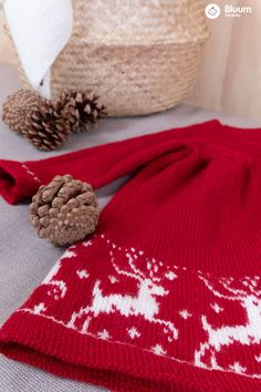 Deilig julekjole i Pure Eco Baby Wool! Bluums egne strikkedesign får du kun i garnpakker med oppskrift på Bluum.no Baby Barn, Vegan Fashion, Knit Crochet, Knitting, Crocheting, Christmas, Crochet, Xmas, Tricot