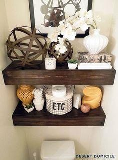Como usar a parede do vaso sanitário para decorar e organizar o ambiente. Muitas vezes deixamos inutilizado pode ser ocupado por quadrinhos, prateleiras, nichos, armários e outras opções. Inspirem-se!