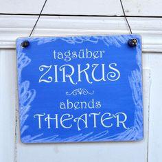 Witziges Schild TAGSÜBER ZIRKUS ABENDS THEATER von Shabbyflair-Decorations via dawanda.com