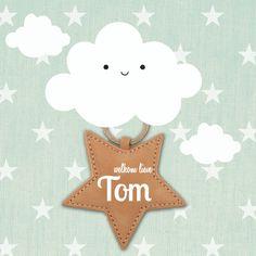 Hip geboortekaartje met linnen sterrenachtergrond en hippe wolkjes