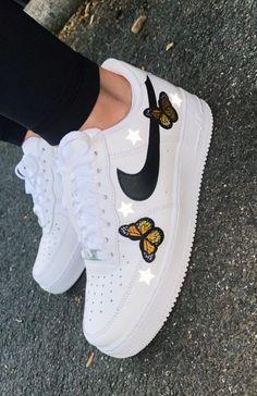 Cute Shoes For Teens, Trendy Shoes, Cute Nike Shoes, Nike Air Shoes, Jordan Shoes Girls, Girls Shoes, Nike Fashion, Sneakers Fashion, Souliers Nike