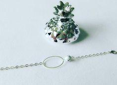 Bracelet argenté et sa perle en howlite blanche
