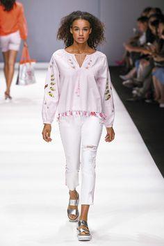 Bell Sleeves, Bell Sleeve Top, White Jeans, Berlin, Pants, Tops, Women, Fashion, Trouser Pants