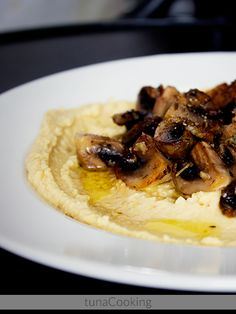hummus with mushrooms and herbs