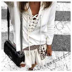 Onu bagcikli bluzlerden tabii ki vazgecemedik. Link profilimizde : @theworkinggirl #inspiration #fashionblogger  #summer #streetstyle #cool #ootd