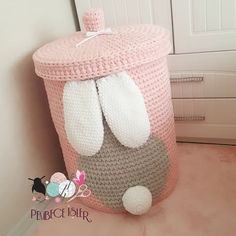 Most up-to-date Photo Crochet basket for toys Thoughts Happy Healthy Days mit meinem neuen Kaninchen in meinem Korb Model S … Crochet Baby Toys, Crochet Home, Crochet For Kids, Crochet Animals, Baby Knitting, Knit Crochet, Crochet Motifs, Crochet Patterns, Diy Toy Box