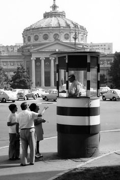 . Old Pictures, Old Photos, History Of Romania, Little Paris, Bucharest Romania, Verona, Street View, Memories, Astrology
