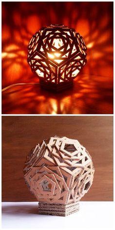 Una lámpara geométrica que puedes combinar en tu decoración con diferentes tipos de luz.