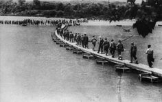 Battle of the Ebro river (July 25th to August 3rd 1938). Republican Army crossing the Ebro.