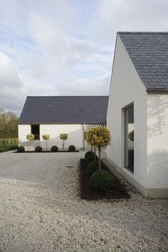 New build house in Co. Carlow, completed The H plan form, making two open courtyards, maximises light and views while placing the double height hallway at the heart of the house. The form of buildings echoes low eaved and grounded. Modern Bungalow Exterior, Modern Bungalow House, Beautiful Buildings, Modern Buildings, Dormer Bungalow, New Builds, Building A House, Build House, House Plans