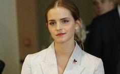 6 fatos que fazem da Emma Watson a Bela perfeita 3. Ela é mega-altruísta Nem precisamos falar muito aqui, né? Afinal, depois do seu discurso na ONU defendendo a igualdade de gêneros, Emma virou um ícone quando este é o assunto. Um exemplo de amor ao próximo, assim como Bela, que voluntariamente, foi a oferta do mercador à Fera.