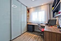 Apartamento ES por Luciana Ribeiro Arquitetura | homify Home Office, Conference Room, Divider, Table, Furniture, Home Decor, Good Ideas, Log Projects, Arquitetura