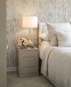 We LOVE the wallpaper in this master bedroom - looking for bedroom interior idea. - sweet home - Bedroom Decor Apartment Bedroom Decor, Home Bedroom, Modern Bedroom, Bedroom Ideas, Master Bedrooms, Trendy Bedroom, Master Bedroom Grey, Bedroom Furniture, Modern Wall