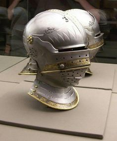 Helmschmid sallet, close helm construction