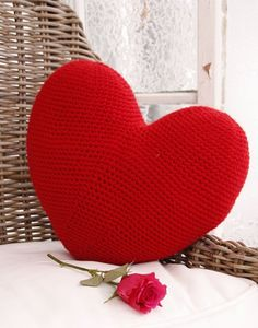 Crochet Heart Cushion 29 Ideas For 2019 Beginner Crochet Tutorial, Beginner Crochet Projects, Heart Cushion, Heart Pillow, Crochet Potholders, Crochet Cushions, Crochet Shrug Pattern, Crochet Patterns, Free Pattern