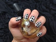 Houndstooth nail tutorial.