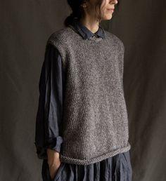 Knit Vest Pattern, Sweater Knitting Patterns, Hand Knitting, Pull Crochet, Knit Crochet, Sweater Vest Outfit, Grey Sweater, Vest Outfits For Women, Clothes For Women