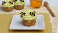 A baby shower inspired by Pooh Bear calls for nothing less than a treat that will have guests buzzing