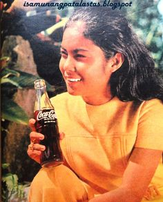 In Nora Aunor's star was on the rise. The former Tawag ng Tanghalan champion turned teen actress, then just was the toast of. Nora Aunor, Philippines Culture, Filipino Culture, Filipina Beauty, Old Commercials, Colorized Photos, Old Advertisements, Teen Actresses, Old Ads