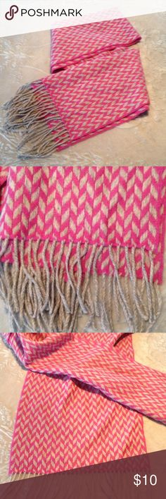 ⭐️Pink & gray herringbone pattern scarf NWOT Warm wool like material. Never worn. I do NOT trade. ⭐️Bundle 3 for $20. Accessories Scarves & Wraps