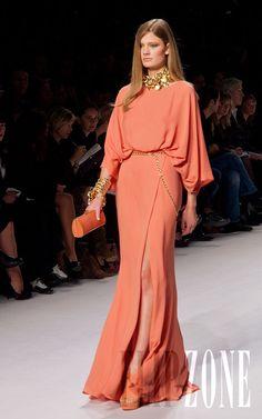 Elie Saab Erste Fotos, P-É 2011 - Konfektion - Ultimative Kleiderkollektion Formal Dresses For Women, Elegant Dresses, Beautiful Dresses, Dresses Dresses, Wedding Dresses, Couture Fashion, Hijab Fashion, Fashion Dresses, Gowns With Sleeves