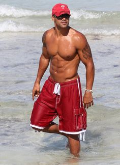"""Criminal Minds"" actor Shemar Moore shows off his sculpted body to photographers and took some time to take pictures with fans while at Miami Beach in Miami, Florida on May 5, 2012."