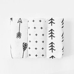 Our FAVORITE swaddle blankets for newborn and babies! Organic muslin and in the cutest black and white modern designs, these Modern Burlap swaddles are by far the BEST swaddles and should be on every baby registry and in every mama's hospital bag!