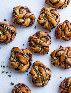 Try our chocolate babka buns recipe with pistachio. This easy babka recipe with pistachios is an easy chocolate babka bread recipe. Make this babka recipe Bun Recipe, Brioche Recipe, Edd Kimber, Babka Bread, Challah Bread Recipes, Baking Recipes, Dessert Recipes, Fudge Recipes, Food Photography