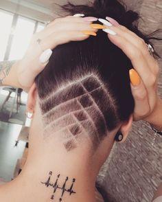 50 Outstanding Undercut Designs for Women's Shaved Undercut, Undercut Long Hair, Shaved Nape, Haare Tattoo Designs, Undercut Hairstyles Women, Undercut Women, Fast Hairstyles, Updo Hairstyle, Undercut Hair Designs