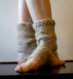 Yoga Socks, Dance, Pilates, Ballet, Leg Warmers, Short warmers, crochet, seamless ankle warmers, oatmeal, slouchy, dancer