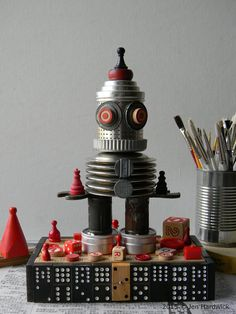 Recycled Art  R.E.D.  3D Assemblage  Robot Art   di redhardwick