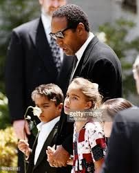 Actor, football star and soon to be accused murderer O. Simpson with his children Justin Simpson and Sydney Simpson at the funeral of their slain mother, Nicole Brown Simpson on June In Los Angeles, California. American Crime Story, American Idol, American History, Oj Simpson Daughter, Oj Simpson Case, Famous Murders, Famous Serial Killers, Black Magazine, Interesting News