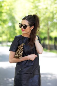 black leather dress by Halogen, hair in a high ponytail, leopard clutch paired with Karen Walker sunglasses. New York Fashion, High Fashion, Fashion Tips, Fashion Trends, Rock Fashion, Steampunk Fashion, Fashion 2020, Gothic Fashion, Fashion Fashion