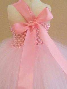 love the back of this flowergirl dress!