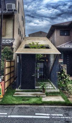 Kyoto's Way of Life - Quartier de Nijo. Photo © Copyright Yves Philippe