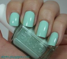 Did someone say nail polish?: Long time no see: Essie - Mint Candy Apple + Isadora Black Tag crackle