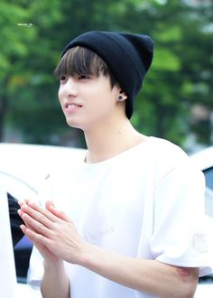 BTS'den Jungkook'un Beyaz Tişörtle Kalbimizi Çaldığı 54 Fotoğraf!