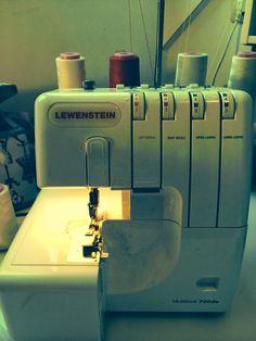 Dat is zowat de meest gestelde vraag als naaisters nog niet met een overlock gewerkt hebben (inclusief mijn vraag toen ik nog veel en veel g...