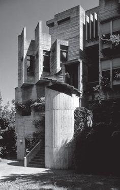 Visual testament to the world's greatest achievements in architecture. Concrete Building, Building Art, Futuristic Architecture, Architecture Details, Bauhaus, Modern Castle, Colani, Concrete Structure, Amazing Buildings