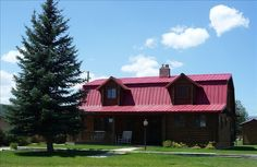 $162 night 2 night min. sleeps 14 near bryce. The RED ROOF RETREAT is a beautiful log Mountain Home Retreat just 25 miles northwest of magnificent Bryce Canyon National Park in Southern Utah. Surrounded by majestic mountains our central location makes it ...