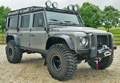 Land Rover Defender Icon V8 BOND Wagon - Land Rover Defender Icon